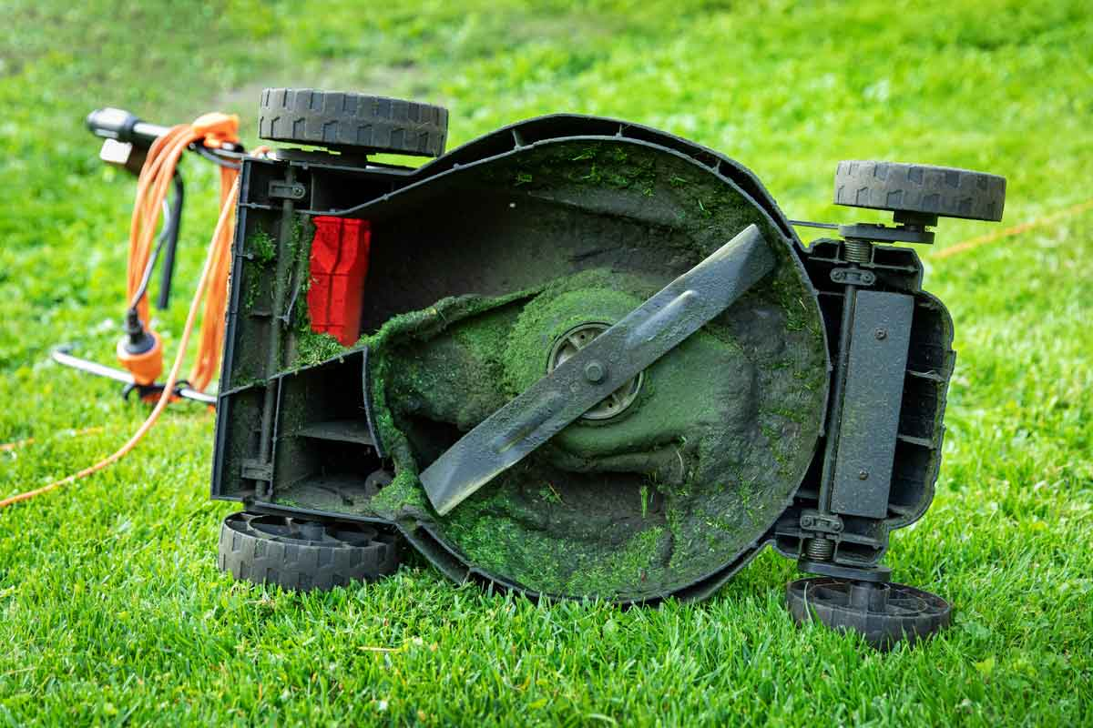 Lawn mower undercarriage